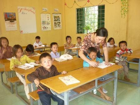 Xung quanh câu chuyện thưởng Tết cho nhà giáo